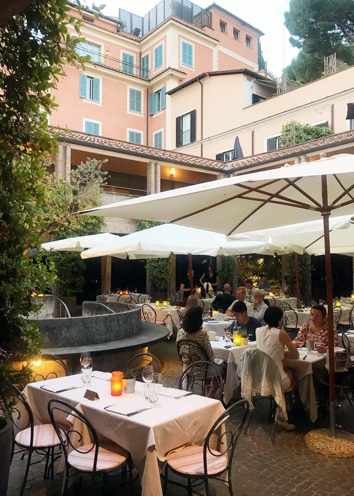 eat outside in Rome